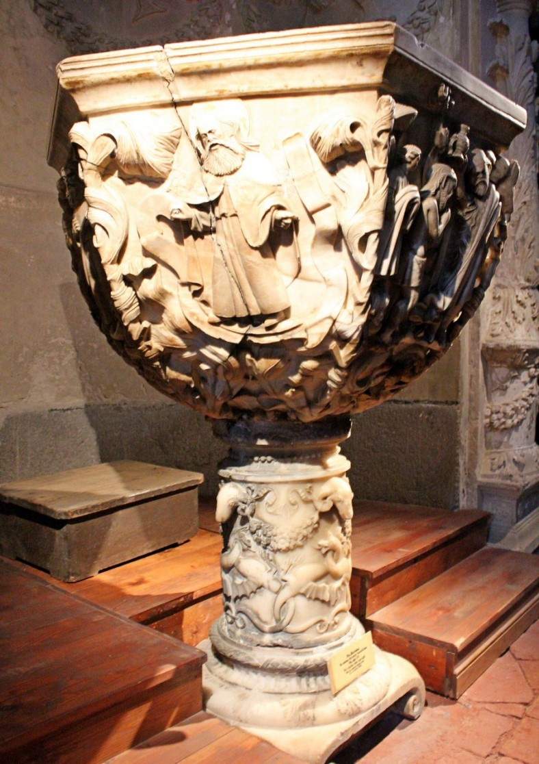 BAPTISIMAL FONT OF THE CAPILLA DE LA PIEDAD DE CONCEPTION - CATEDRAL DE SEGOVIA