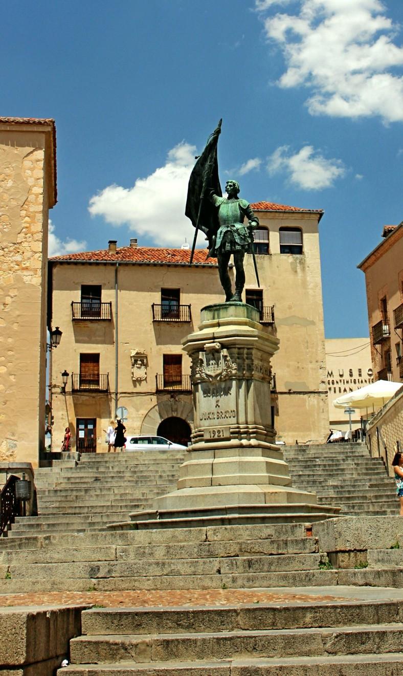 MONUMENTO DE JUAN BRAVO - PLAZA SAN MARTIN