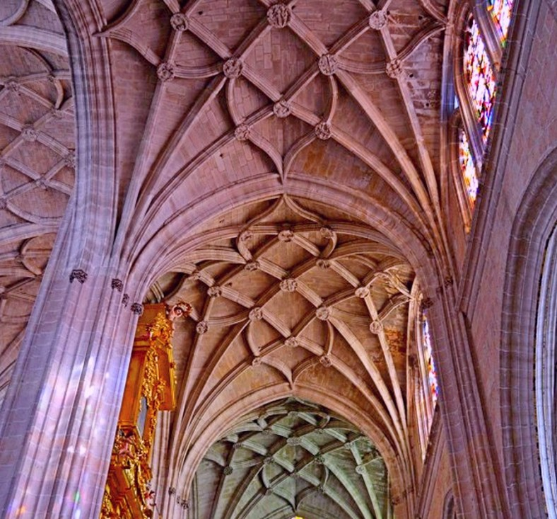 THE VAULTED CEILING OF THE CATEDRAL DE SEGOVIA
