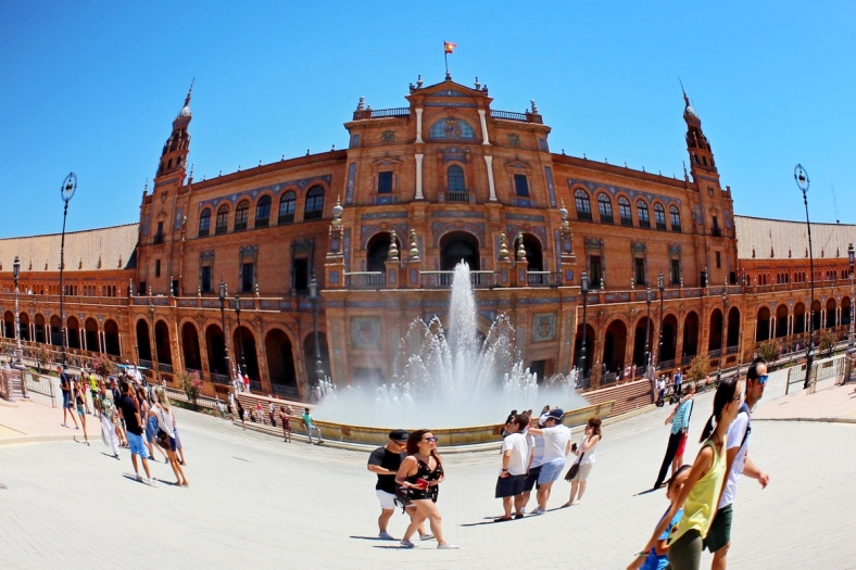 32. PLAZA ESPANA FISH EYE SCALE
