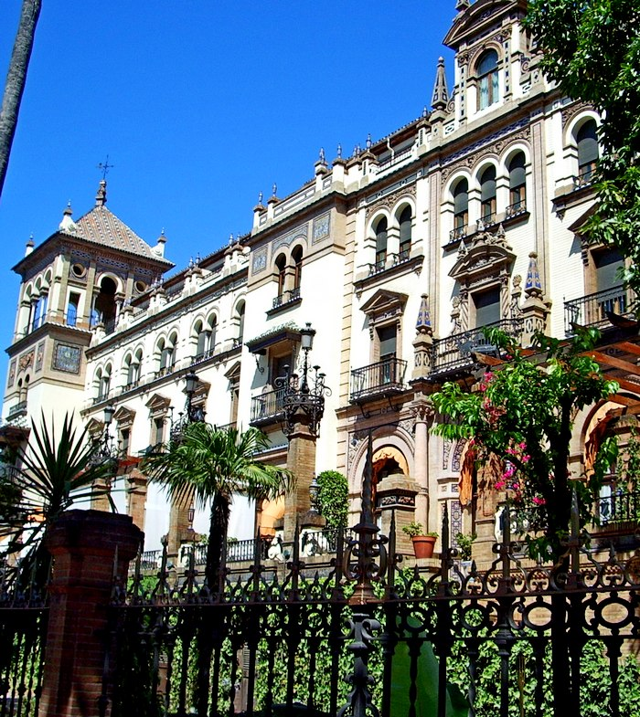 8. HOTEL ALFONSO XIII